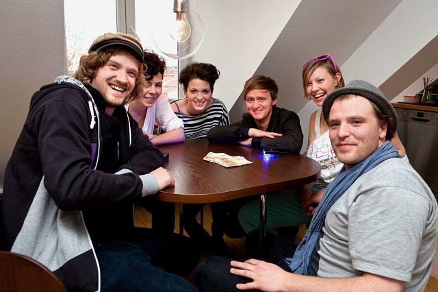 Pierre und die Premieren-Teams von Quiz@Home (Foto: SWR)