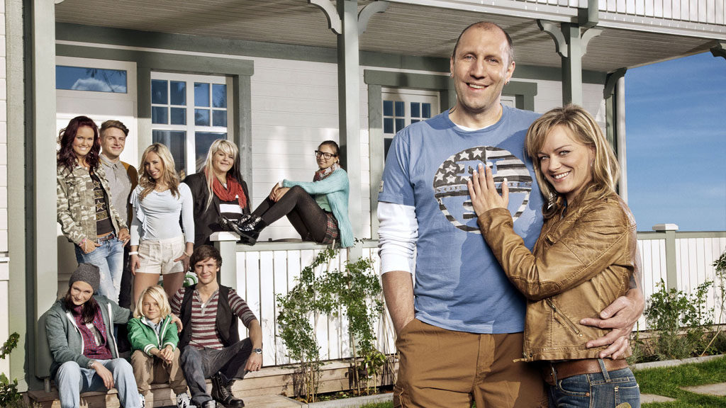 Patchwork Family - so fühlt sich Familie an: (v.l.n.r.) Antonia, Michelle, David, Fabian, Louisa, Rudi, Nele, Käthe, Michael und Christina (Foto: SAT.1 / Bernd Jaworek)