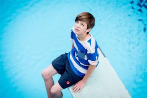 Hugo und das Schwimmbad sind ein zentrales Element der Serie (Foto: VOX/Martin Rottenkolber)