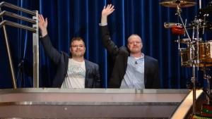 Stefan Raab und Elton verabschieden sich von TV total (Screenshot: TV total / Prosieben)
